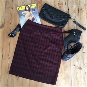 Halogen Burgundy & Black Hounds Tooth Pencil Skirt
